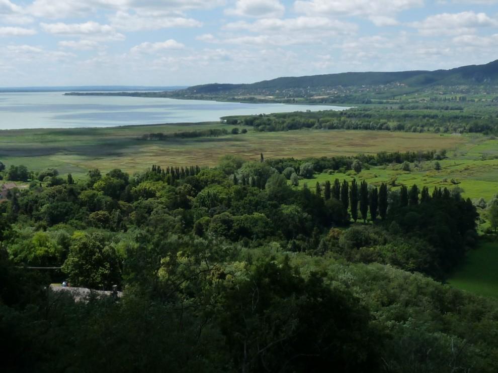 A Balaton a szigligeti várból